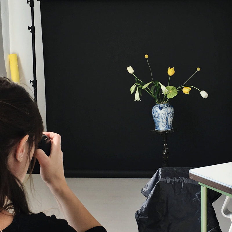 Photographer Masha Bakker getting the perfect Picture at her studio | design by House of Thol